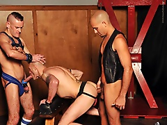dungeon threesome daddyraunch